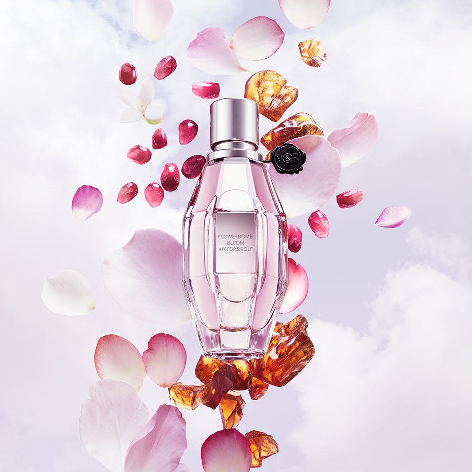 Flowerbomb viktorrolf perfume a sparkling and fruity floral signature a fresh rewriting of flowerbomb izmirmasajfo